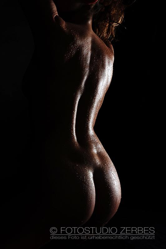 Aktfotoshooting Wet+Sexy – Aktfotografie mit Wassertropfen - Frau