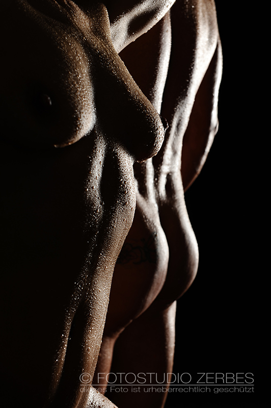 Aktfotoshooting Wet+Sexy – Aktfotografie mit Wasserperlen für Paare