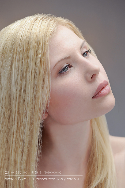 Beauty Portrait Shooting mit Make Up im Fotostudio Zerbes in Köln