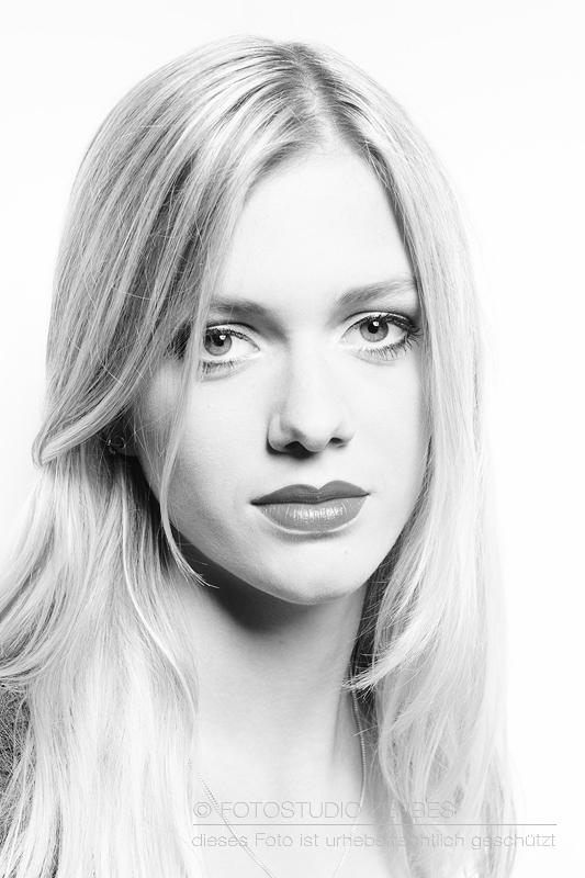 Beauty Fotografie - Fotoshooting mit Make Up im Fotostudio in Köln