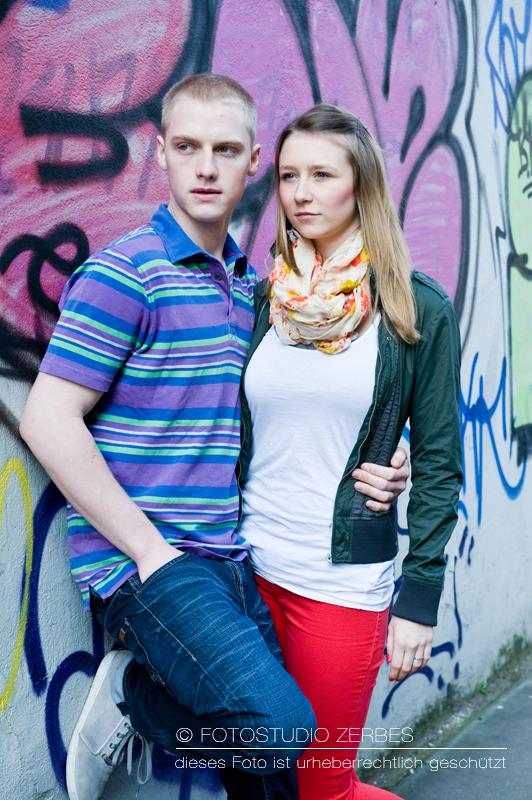 Outdoor Paar-Fotoshooting Köln, Fotos für Paare und Bestfriends im Fotostudio und Outdoor