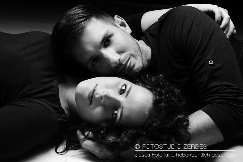 Paar-Fotoshooting Köln, Fotos für Paare und Bestfriends im Fotostudio und Outdoor